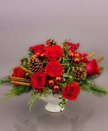 The Nottingham Centerpiece is has a classic look which will usher the spirit of a traditional christmas into the home or office.