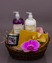Each basket is made with care from a seasonal selection of our fragrant offerings.